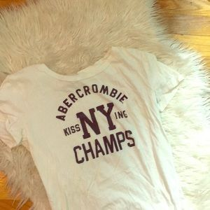 Medium Abercrombie & Fitch Tee Kissing Champs 💋